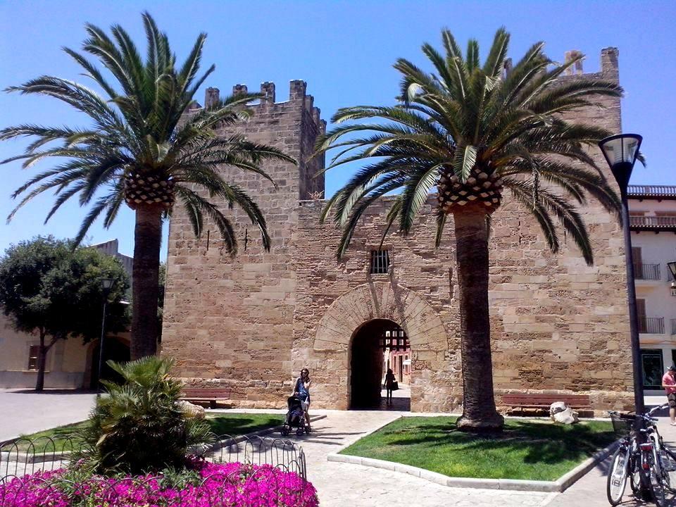 alcudia stare miasto na majorce