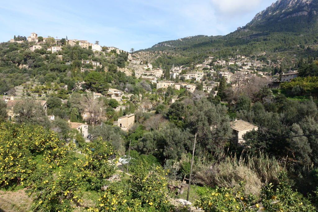 wioska w górach na majorce