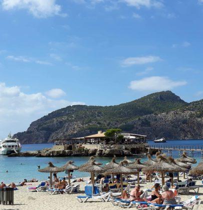 Camp de Mar – plaża z restauracją na wodzie